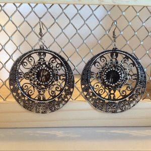 Silver and Black Disc Fashion Earrings